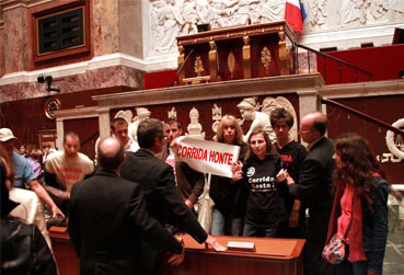 Manifestation anti corrida à l'Assemblée Nationale le 18 septembre 2011